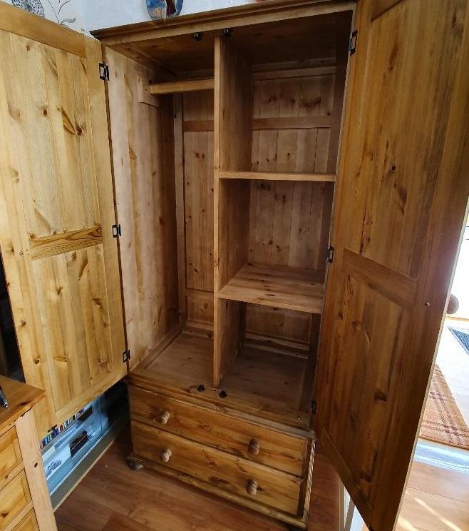 Single wardrobe and shelf arrangement inside a standard double